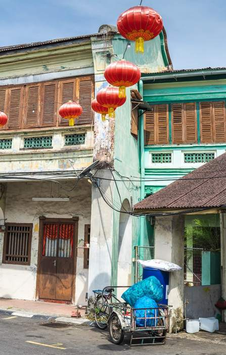 Penang Itinerary: What to do in Penang in 3 days: Georgetown Malaysia guide. Chinese lanterns and shop houses