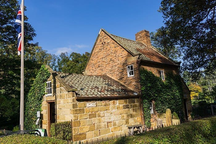 Melbourne 5 day itinerary: best places to visit in Melbourne. Fitzroy gardens and cooks cottage.