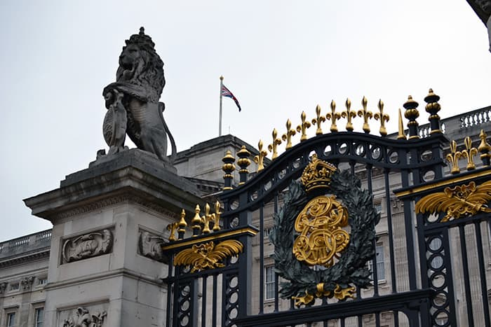 Buckingham Palace, Backpacking in London, London for families, Things to do in London for families, things to do in London on a budget, free things to do in London, cheap things to do in London,