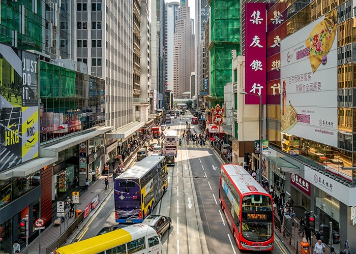 Trams and buses on a crowded Hong Kong street, Backpacking in Hong Kong for backpackers, Backpackers guide to Hong Kong, Hong Kong on a budget trip