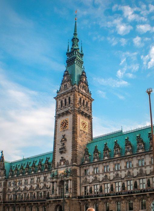 The impressive Hamburg Rathaus. (One day in Hamburg, Hamburg in one day, 1 day in Hamburg, 24 hours Hamburg, Hamburg itinerary, things to do in Hamburg, weekend in Hamburg)