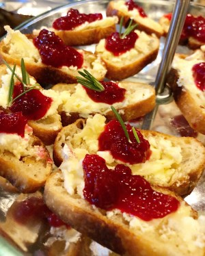 CranBertaberry – Holiday Brie Crostini Recipe