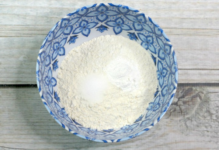 Mxing flour, baking powder and salt in a small bowl