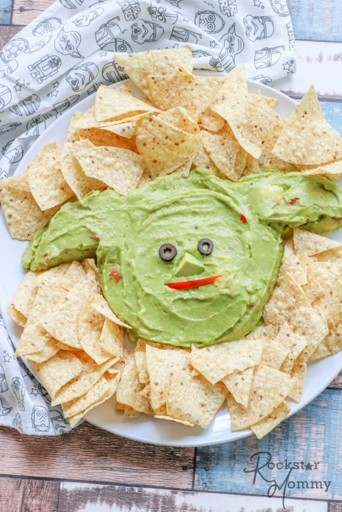 guacamole shaped yoda surrounded by tortilla chips