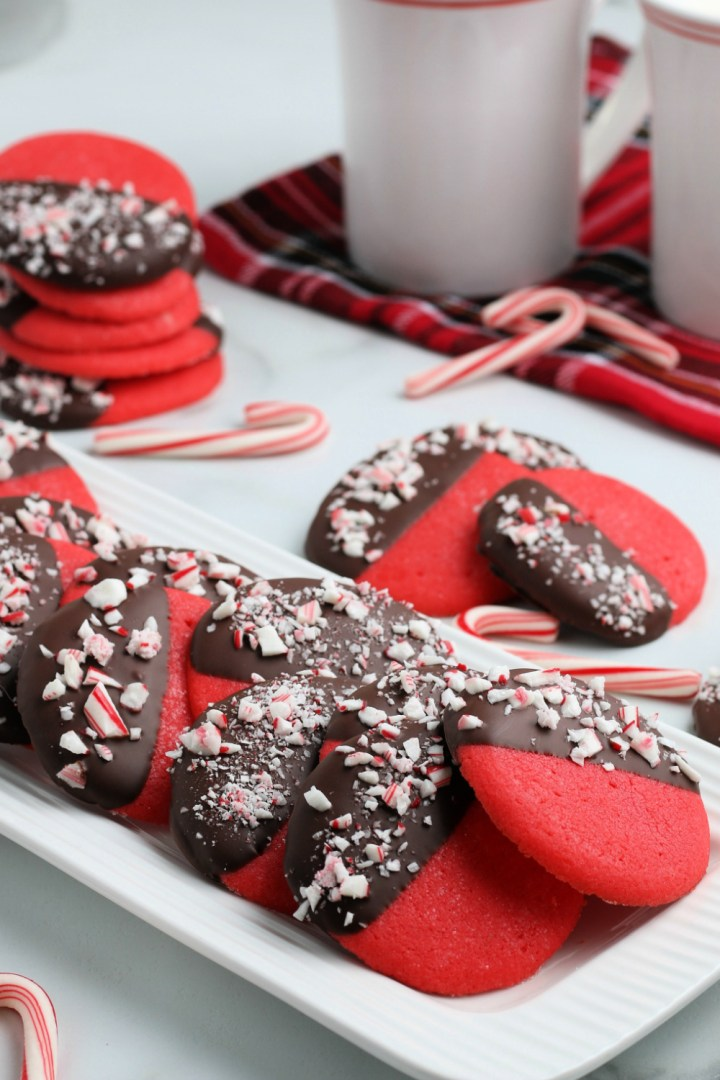 These Christmas cookies are perfect for the holidays. Try these easy and addictive Peppermint Dipped Cookies to make your gatherings sweeter!