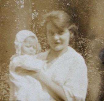 emma-whetstone-williams-and-infant-virginia