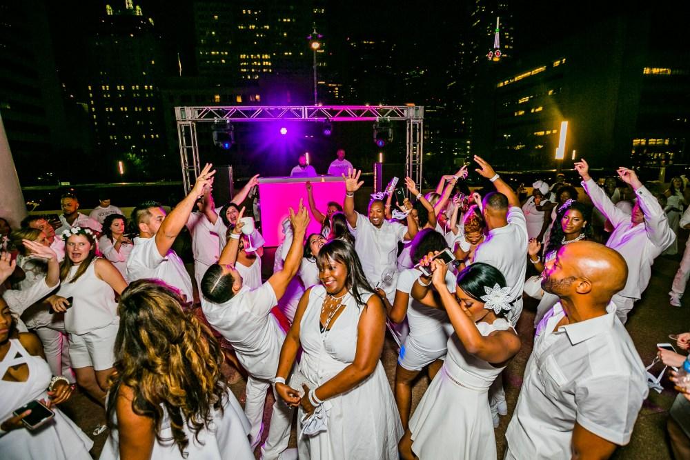 Dancing at Diner en Blanc Dallas
