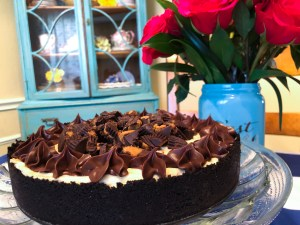 Peanut Butter Cup No-Bake Cheesecake