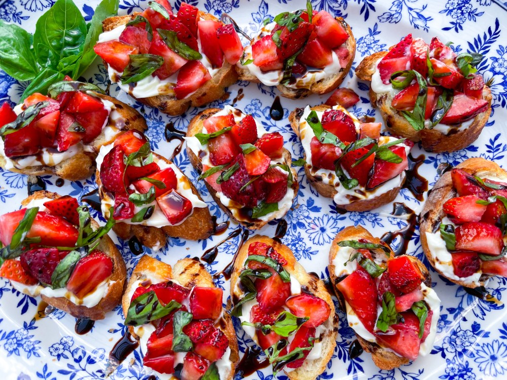 Strawberry Mascarpone Crostini with Balsamic and Basil | Garden Party Appetizer