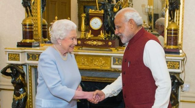 Prime Minister Narendra Modi meeting Queen Elizabeth II at Buckingham Palace in London (2015)