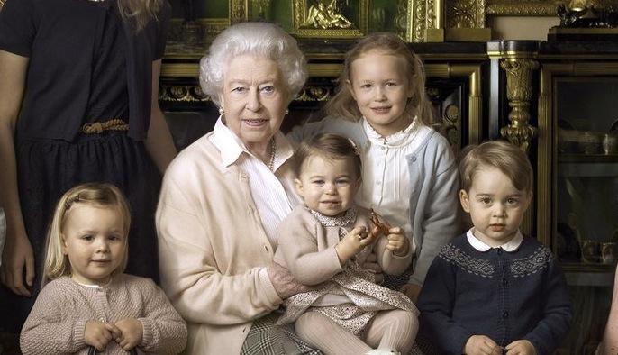 Hasil gambar untuk queen elizabeth with grandchildren