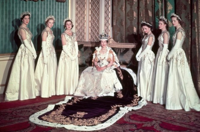 Queen Elizabeth\'s most iconic style moments.