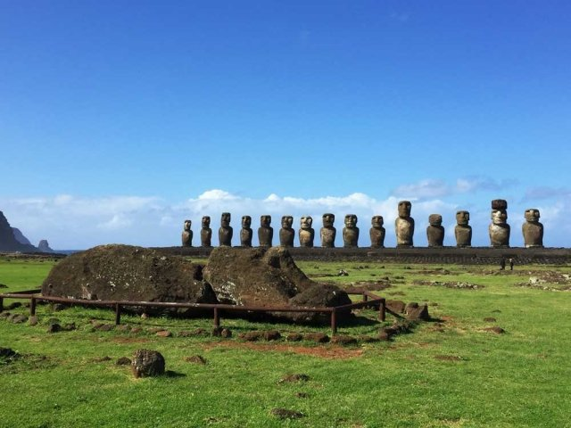 Highlights of Easter Island - Fallen Moai Ahu Tongariki