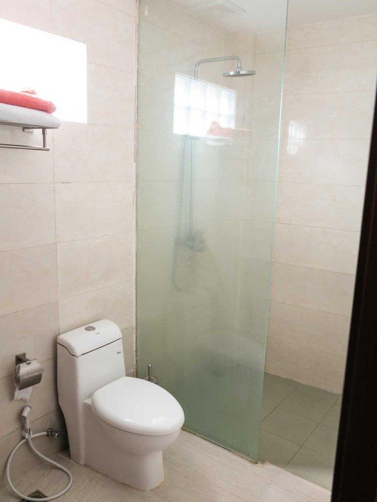 Dili hotel - D'City bathroom