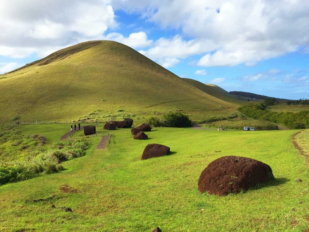 Highlights of Easter Island - Pukao hats