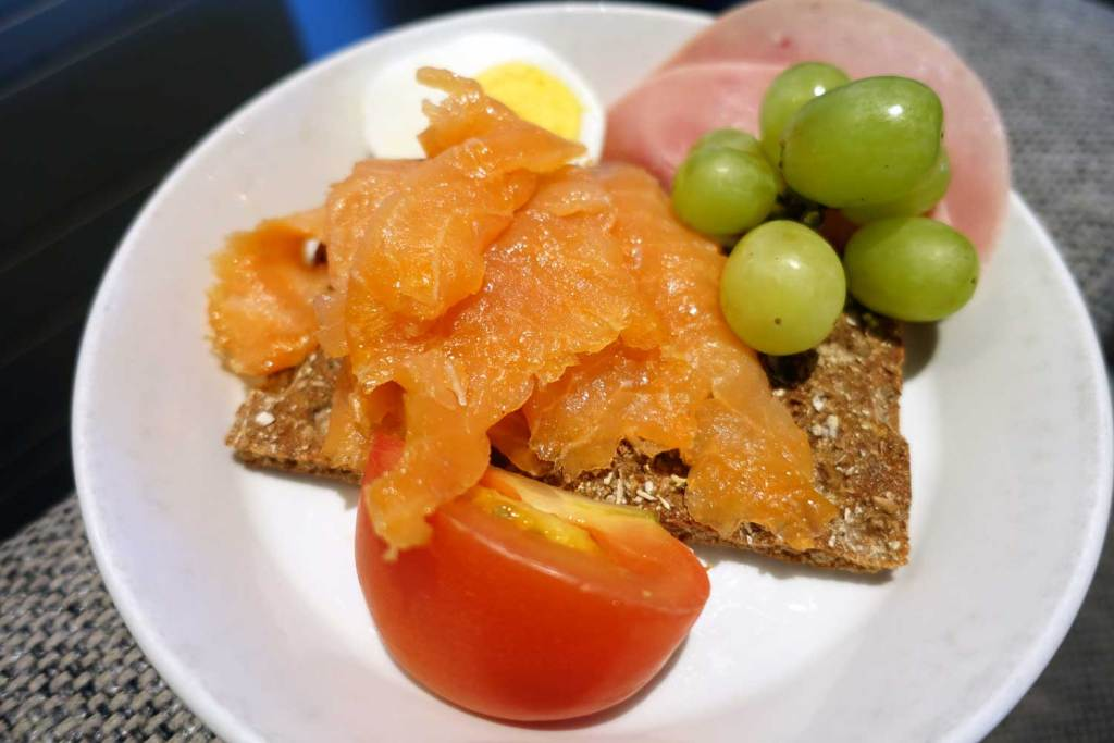 Plate with tomato, salmon, and grapes