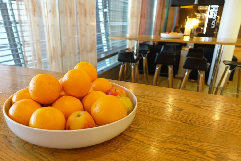 Orange and apples in a bowl on a table