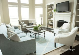 Beach house layered rug http://thehouseoffigs.com/decorating-unschool-rugs/