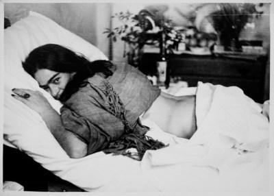 Frida Lying down