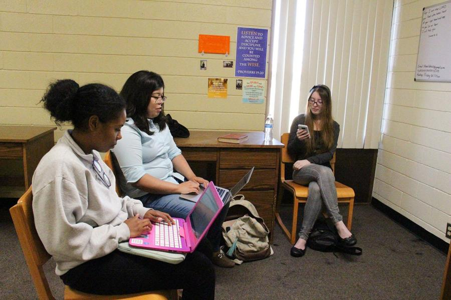 Photo by Aaron Mills/The Runner   Members of CSUB's Elohist club meeting to discuss religious scripture.