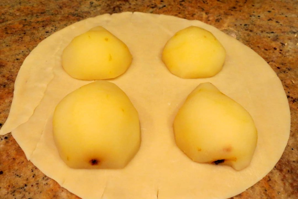 place pears on the dough