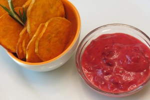 chips with dipping sauce