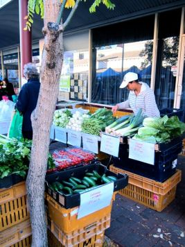 Weekly farmers' markets