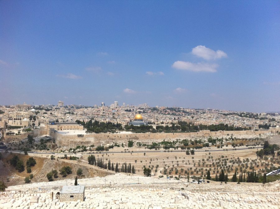 The+skyline+of+Jerusalem+includes+famous+landmarks+like+the+Western+Wall+and+the+Temple+Mount%2C+which+is+best+known+around+the+world+for+its+shinning+golden+dome.