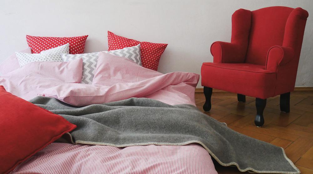 Geschwisterbett - schoene Bettwaesche und Sessel