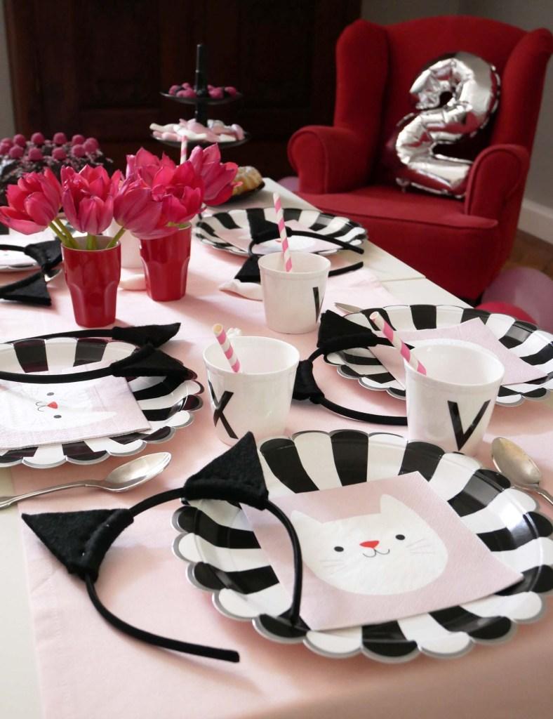 Katzenparty - Tisch