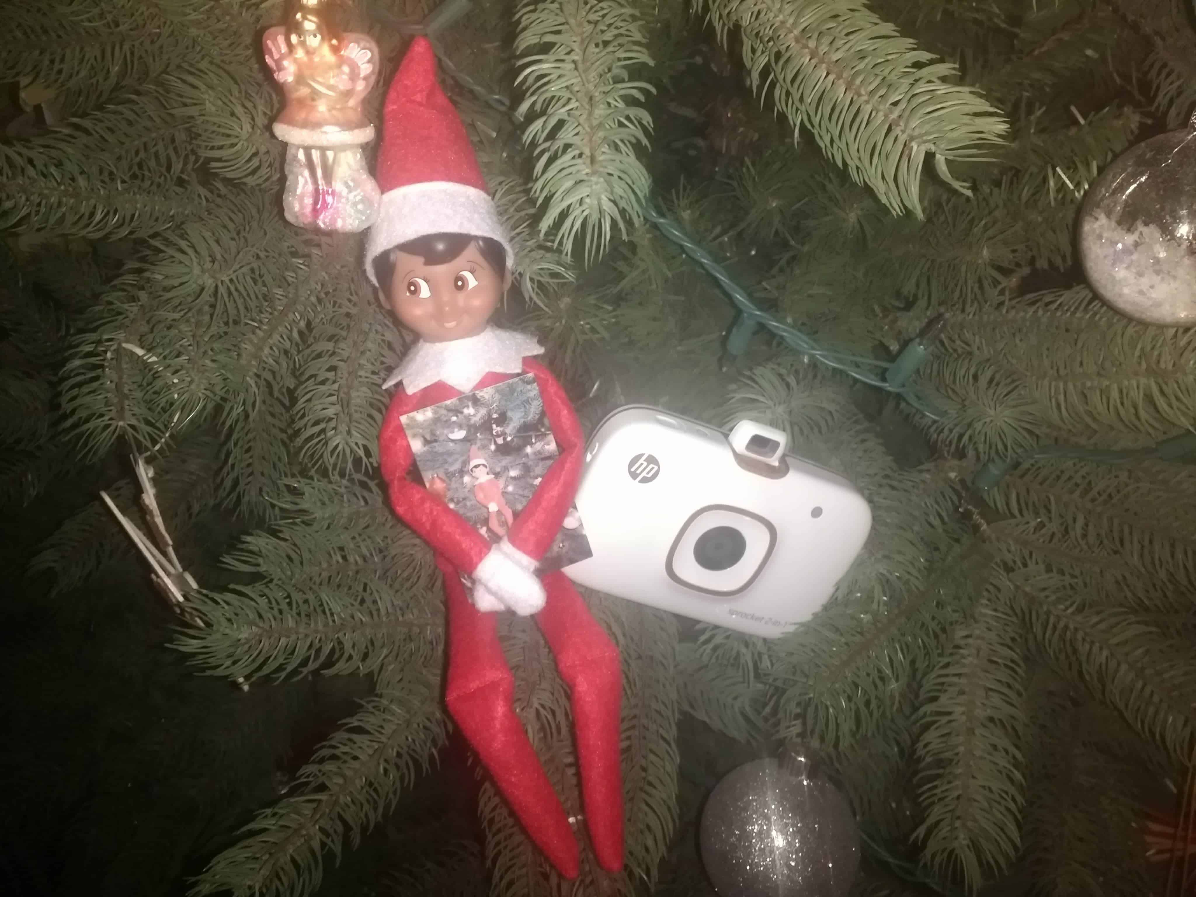 An easy #elfontheshelf idea- take an #elfie with the HP 2-in-1 Sprocket! #ad
