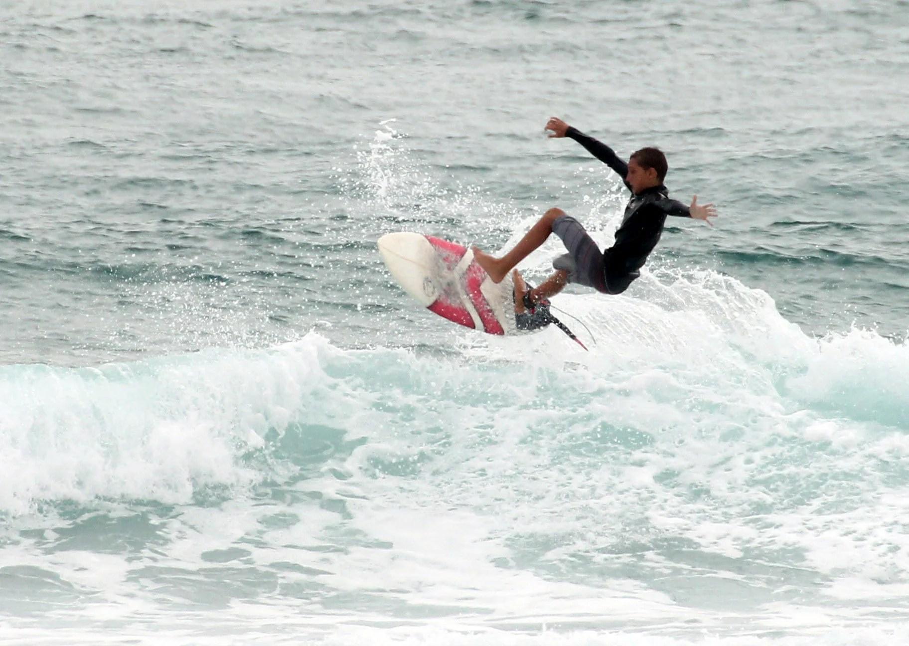 Surfing Tofo shorebreak
