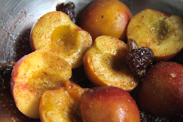 amaretto-caramelized-peaches-and-dates-recipes-2