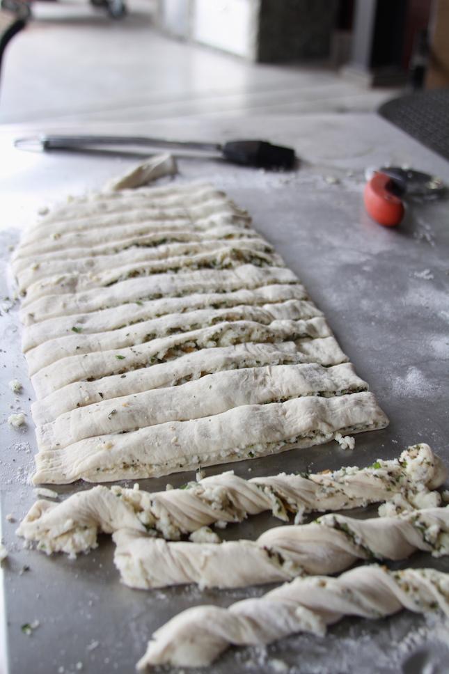 cheesy-twisted-breadsticks-recipe-2
