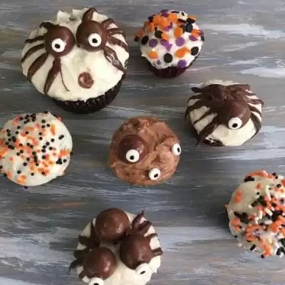 Cupcakes decorated with candy eyeballs for Halloween