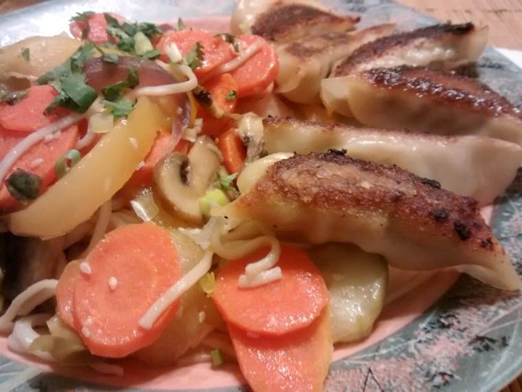 Fried dumplings with vegetables