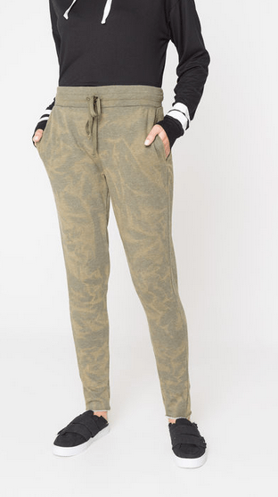 Ways to wear camouflage that are fun and easy! #camouflage #fashion #styles #sweatpants