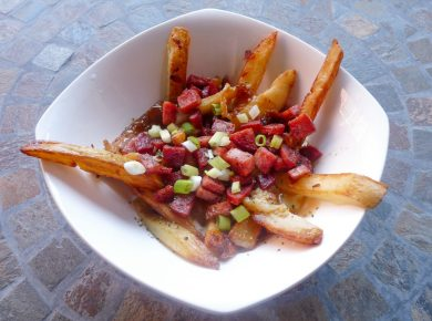 Learn how to make delicious Poutine at home