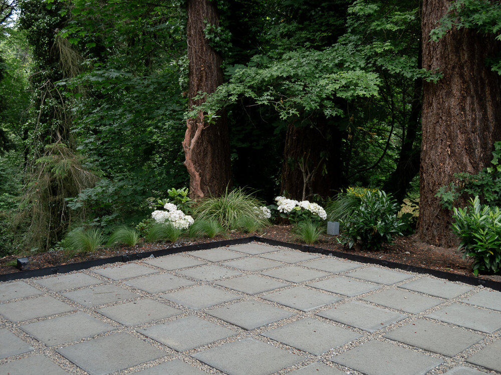 https thesavvyheart com how to make a modern patio with pavers pea gravel