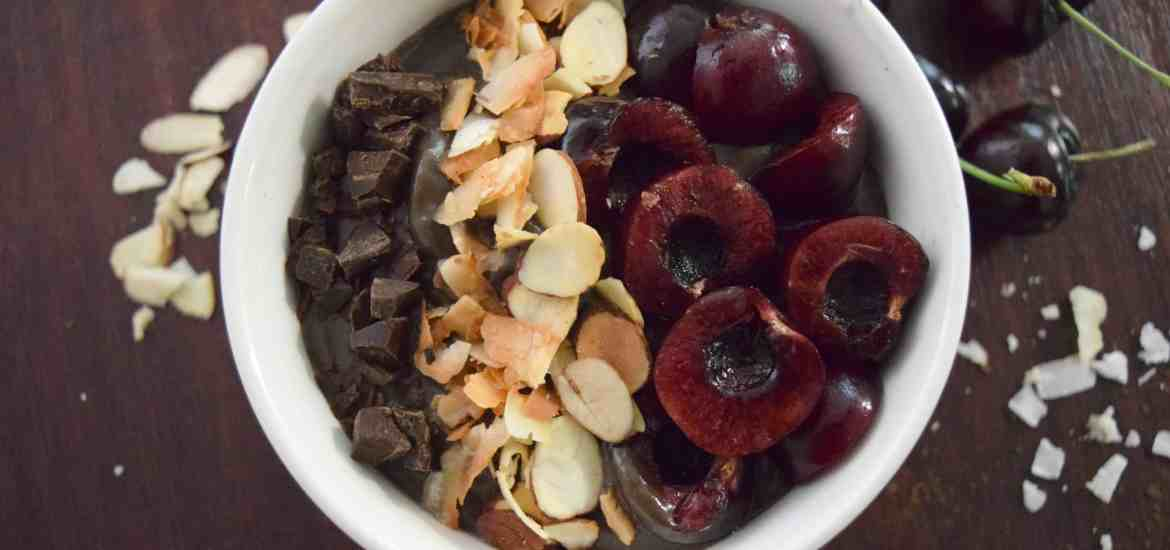 Dark Chocolate Cherry Smoothie Bowl @ theschmidtywife.com