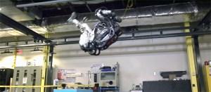 로봇의 공중 1회전 영상