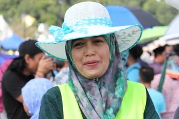 Dk Zainab Pg Hj Tuah, a KUPU SB lecturer was part of the volunteering group on Sunday to ensure a litter-free Bandar Seri Begawan. Photo: Ubaidillah Masli/The Scoop