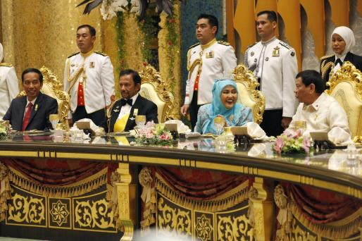 L-R: Indonesian President Joko Widodo, HM the Sultan of Brunei, HM the Raja Isteri, Philippines President Rodrigo Duterte. Photo: Infofoto