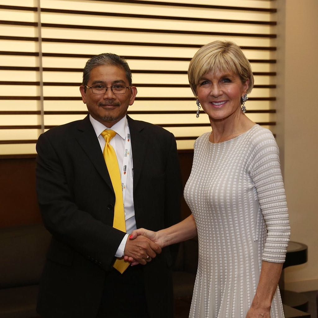Dato Hj Erywan, the new Second Minister of Foreign Affairs and Trade, meets his Australian counterpart Julie Bishop in this file photo. Photo: Department of Foreign Affairs and Trade, Australia