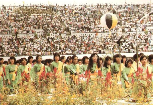 Field performers at Hassanal Bolkiah National Stadium during Bruneis first National Day. Photo via Brunei History Centre/Infofoto