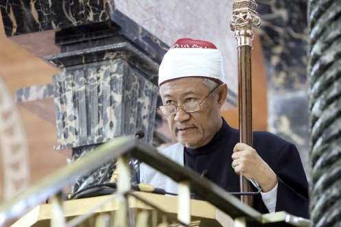 Pehin Dato Dr Ustaz Hj Awang Abdul Aziz gives a sermon at SOAS Mosque on the first Hari Raya, June 15, 2018. Photo: Infofoto