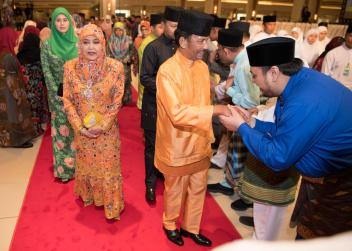 HM the Sultan and HM the Raja Isteri greet members of the public at Istana Nurul Iman during Hari Raya Aidiadha on Aug 22, 2018. Photo: Infofoto