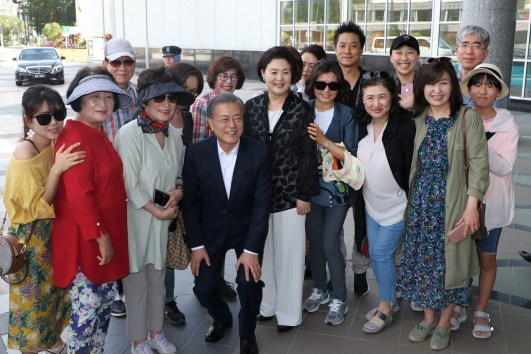 South Korean President Moon Jae-in (C) and his wife, Kim Jong-sook, take a photo with Korean tourists outside of the Royal Regalia museum in Bandar Seri Begawan. The president is currently in Brunei for a three-day state visit. Photo: Rasidah Hj Abu Bakar/The Scoop