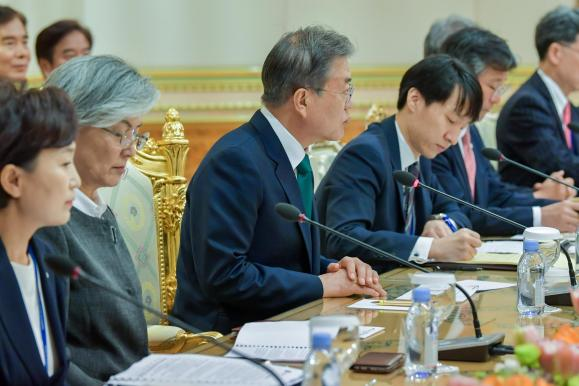 South Korean President Moon Jae-in (C)speaks during a bilateral meeting with Brunei's sultan held at Istana Nurul Iman on March 11, 2019. Photo: Infofoto