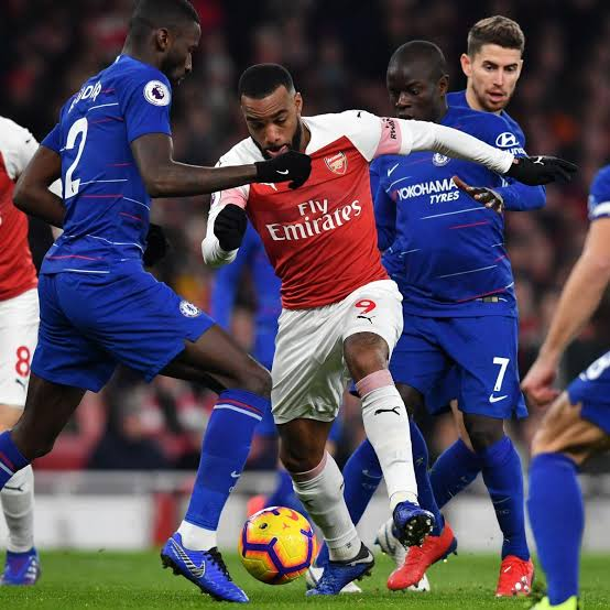 10-Man Arsenal holds Chelsea to 2-2 Draw at Stamford Bridge